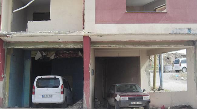 Harabe binalar garaj olarak kullanılıyor