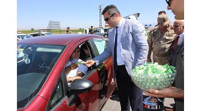 Erzurum Valisi Okay Memiş trafik denetleme noktalarında incelemelerde bulundu