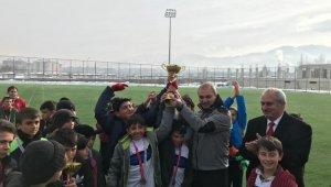 Küçükler Futbol İl Birinciliği şampiyonu 23 Nisan Ortaokulu oldu